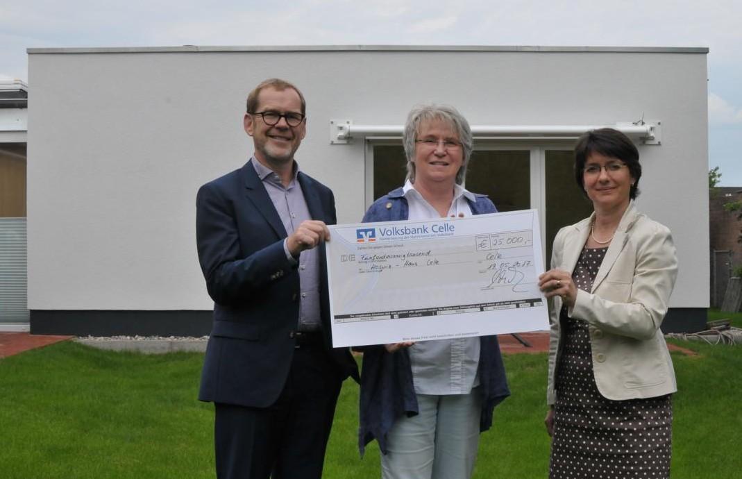 K1024_Stiftung St. Josef-Stift in Celle spendet 25.000,- Euro ans Hospiz-Haus
