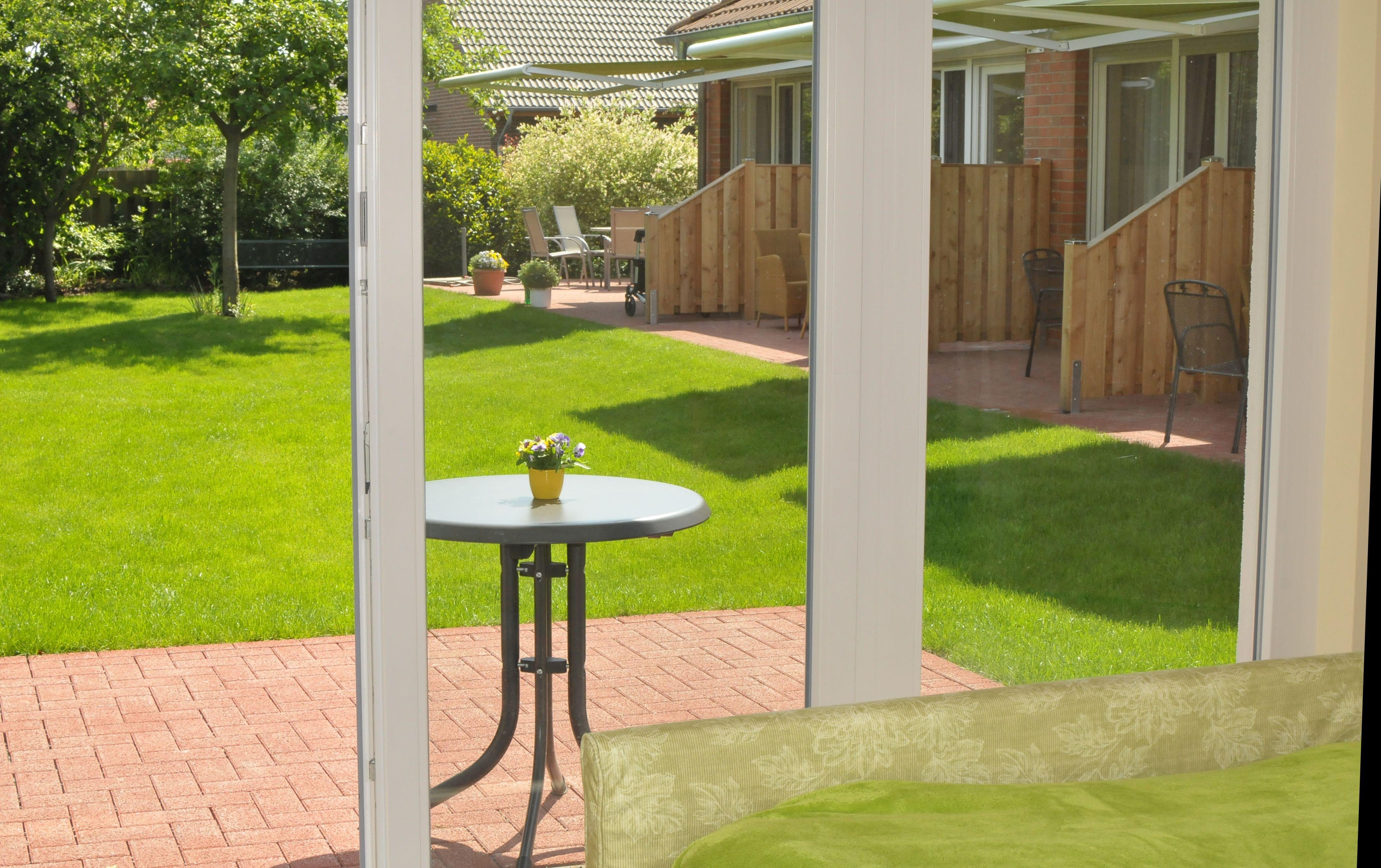 7. Blick in den Garten vom Krankenbett aus